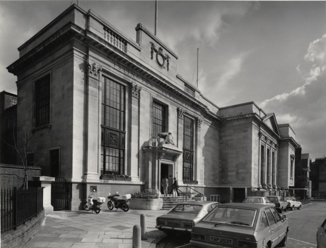 islington-town-hall-exterior-1980-l385-185-l13944-254-08